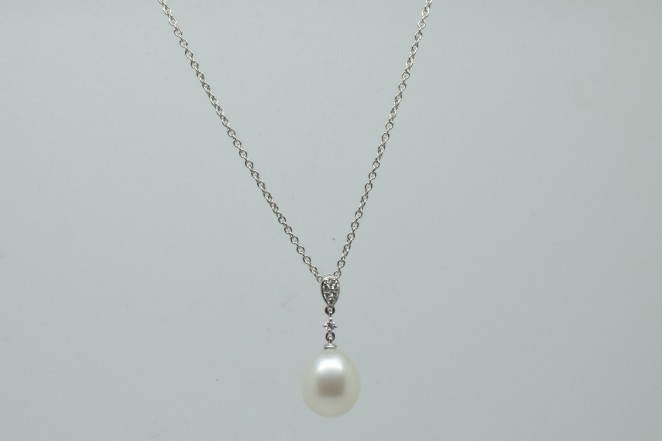 Coppins Elegant Pearl Necklace